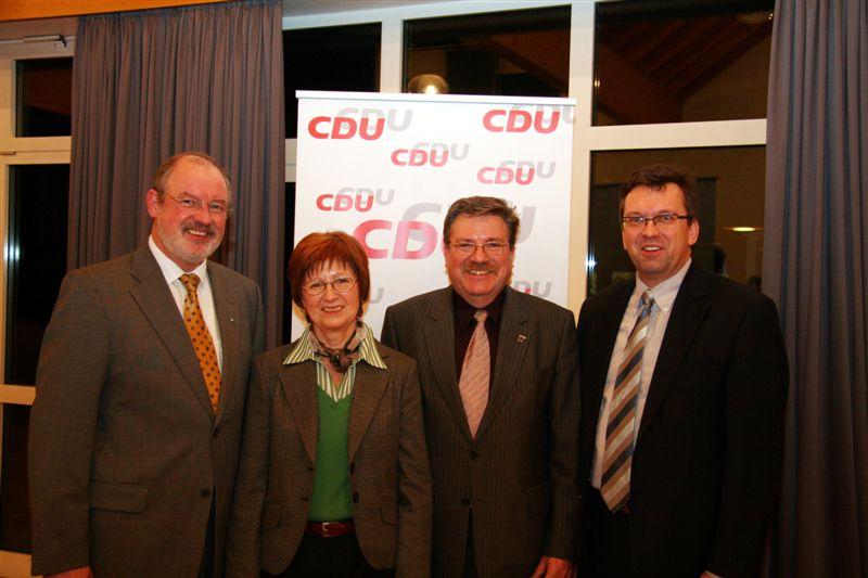 v.l. Gräf, Benedix, Zöllner und Landratskandidat Körner. Foto: May